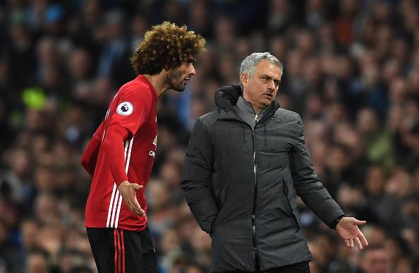 Fellaini khóc lóc, đòi xử trọng tài sau thẻ đỏ ở derby Manchester - Ảnh 1.