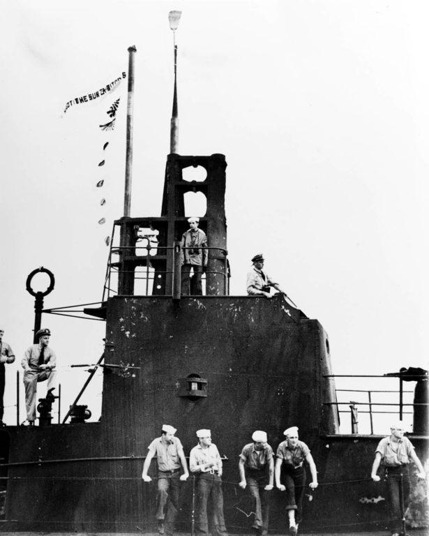 Giải mã cây chổi kỳ lạ treo trên tàu ngầm Mỹ - Ảnh 5.