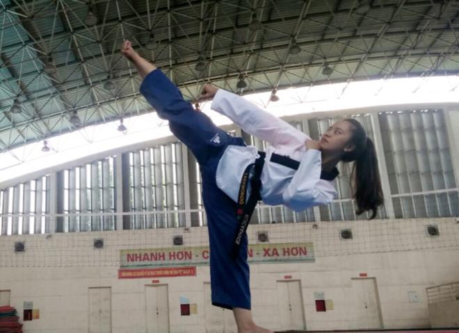Nữ sinh cảnh sát xinh đẹp giỏi võ thuật, đam mê xe phân khối lớn - Ảnh 2.