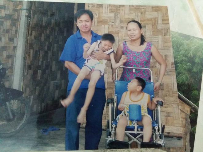 Người mẹ bất ngờ xuất hiện tại nhà ông bố nuôi 2 con bại não: Tôi không bỏ rơi con như chồng tôi nói - Ảnh 2.