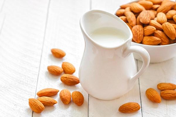 Chuyên gia nói gì về sữa làm từ các loại hạt? - Ảnh 1.