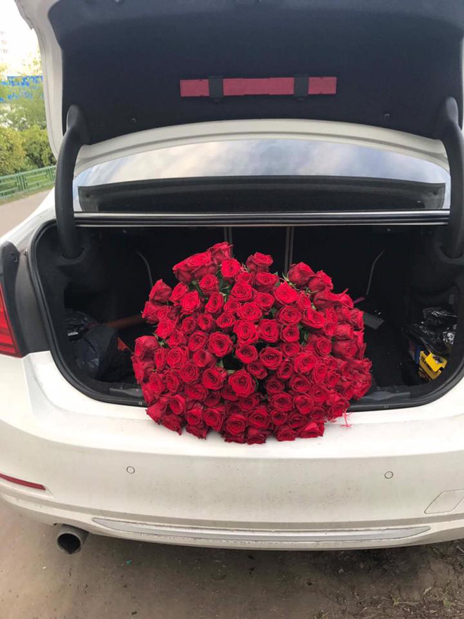Chuyện tình vượt thử thách phía sau màn cầu hôn với 101 đóa hồng bên xe sang BMW 1