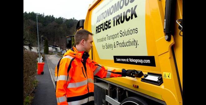 Xe tải chở rác của hãng Volvo có khả năng tự lái cực độc đáo - Ảnh 1.