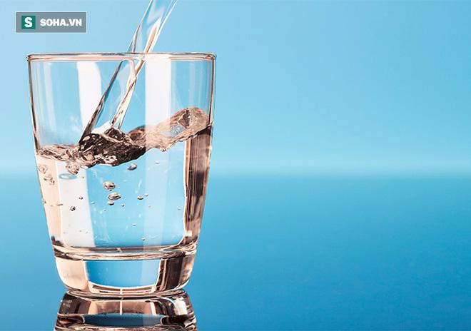Nước đun đi đun lại, thực phẩm để qua đêm gây ung thư: Đây mới là sự thật! - Ảnh 1.