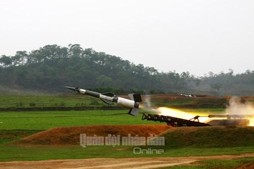 Huấn luyện sát thực tiễn, đáp ứng yêu cầu cao trong bắn đạn thật - Ảnh 2.