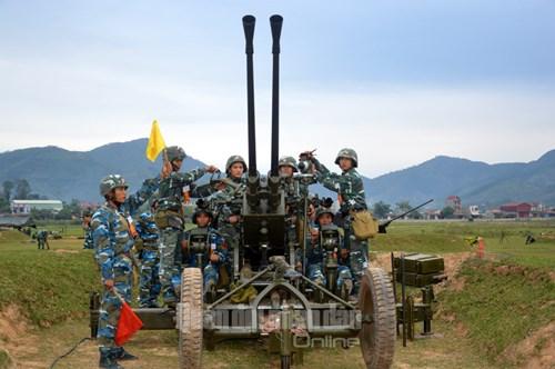 Huấn luyện sát thực tiễn, đáp ứng yêu cầu cao trong bắn đạn thật - Ảnh 4.