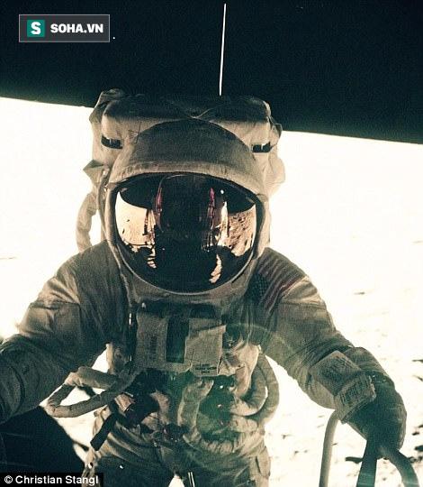 Thước phim có 1-0-2 tái hiện giây phút nín thở tàu vũ trụ NASA đổ bộ Mặt Trăng  - Ảnh 2.