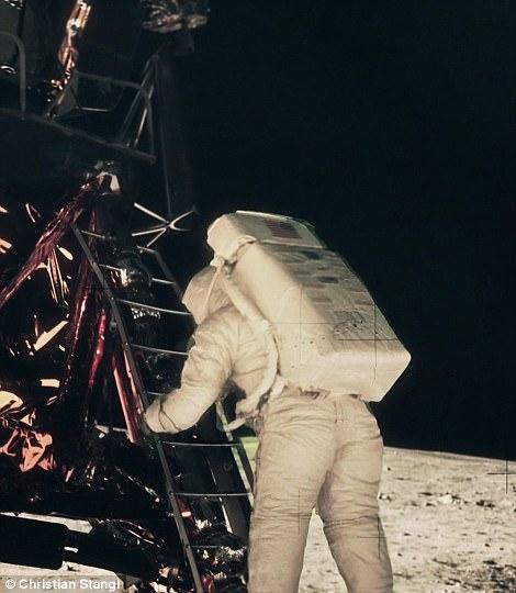 Thước phim có 1-0-2 tái hiện giây phút nín thở tàu vũ trụ NASA đổ bộ Mặt Trăng  - Ảnh 3.