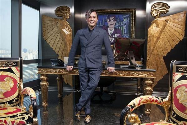 Cuộc sống xa hoa của chân dài kết hôn với tỷ phú xấu trai nhất Hong Kong - Ảnh 2.