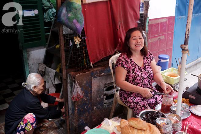 Chuyện cô Ba Sài Gòn có nụ cười giòn tan: Bán phá lấu 28 năm, nuôi 7 miệng ăn và mua nhà 3 tỷ - ảnh 1