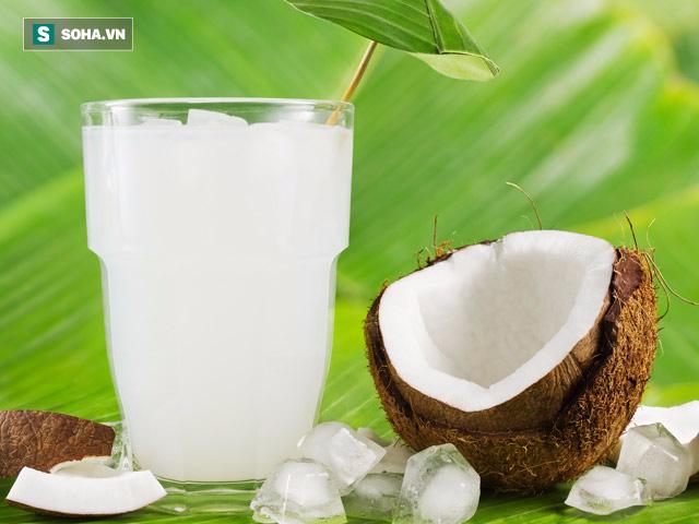 Giải độc, tan sỏi thận,  làm sạch bàng quang: Đừng tìm kiếm đâu xa, chỉ cần uống nước dừa  - Ảnh 1.