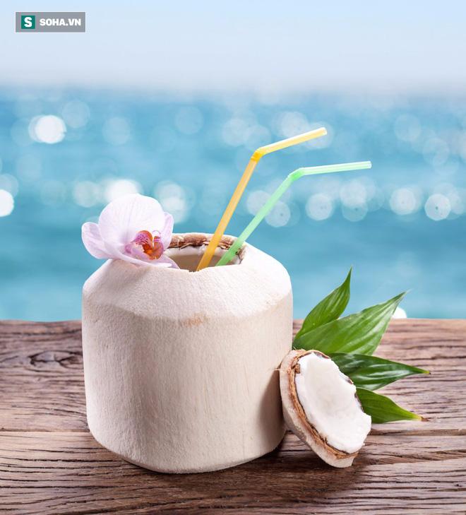 Giải độc, tan sỏi thận,  làm sạch bàng quang: Đừng tìm kiếm đâu xa, chỉ cần uống nước dừa  - Ảnh 2.
