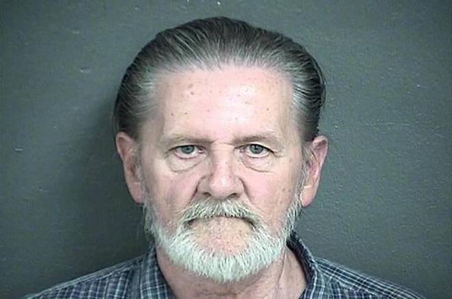 Ông lão 71 tuổi đi cướp ngân hàng vì không muốn ở nhà với vợ 1