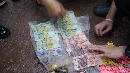 Trèo cột điện lấy phong bì có 500 nghìn đồng, chàng trai chết thảm - Ảnh 2.