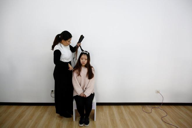 Nền công nghiệp hái ra tiền mới cho giới trẻ Trung Quốc: Chỉ cần livestream, có ngay vài chục triệu - Ảnh 1.