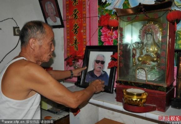 Anh trai Thành Long: Sống nghèo khổ ở quê nhà, chưa từng được em trai chu cấp một xu - Ảnh 3.