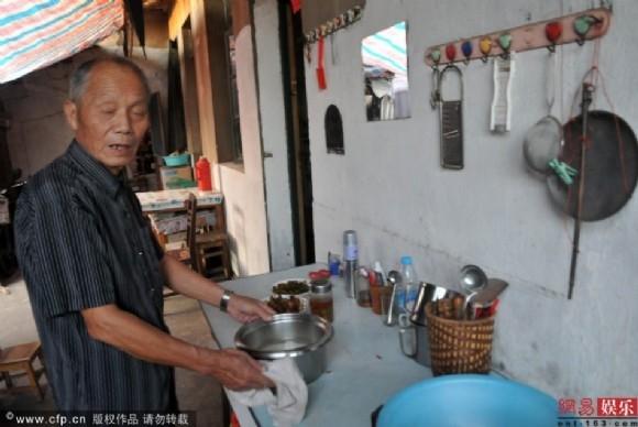 Anh trai Thành Long: Sống nghèo khổ ở quê nhà, chưa từng được em trai chu cấp một xu - Ảnh 5.