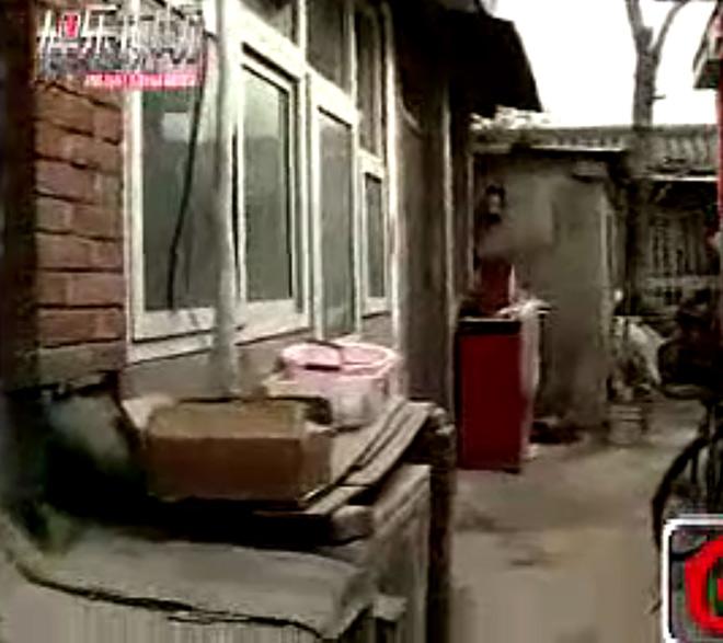 Anh trai Lý Liên Kiệt: Em giàu có bỏ hoang biệt thự, anh sống nghèo đói trong khu ổ chuột - Ảnh 3.