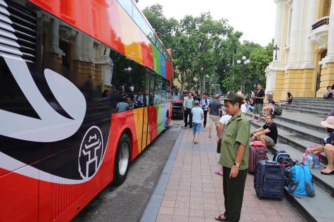 Tìm hiểu về xe bus mui trần - xe bus kiểu mới vừa về Hà Nội để phục vụ nhu cầu ngắm cảnh - Ảnh 2.