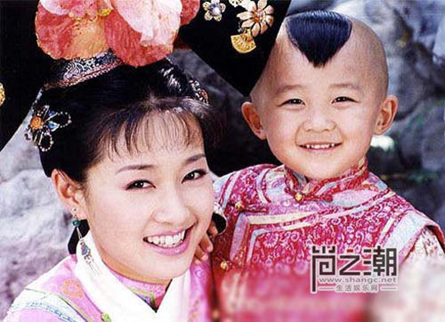 Bệnh tật hành hạ, con trai Hạ Tử Vy ngày nào đã 20 tuổi nhưng vóc dáng như trẻ lên 10  - Ảnh 1.