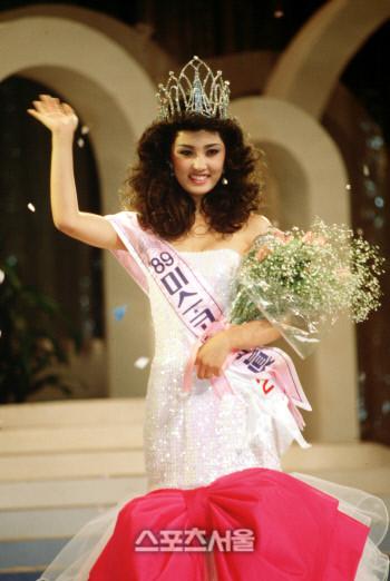 10 năm sau scandal bị đại gia tống tiền bằng clip nóng, nàng Hoa hậu một thời sống sao? - Ảnh 1.
