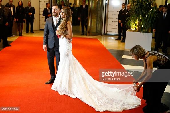Hé lộ lý do khiến Messi không mời huyền thoại Maradona dự đám cưới - Ảnh 1.