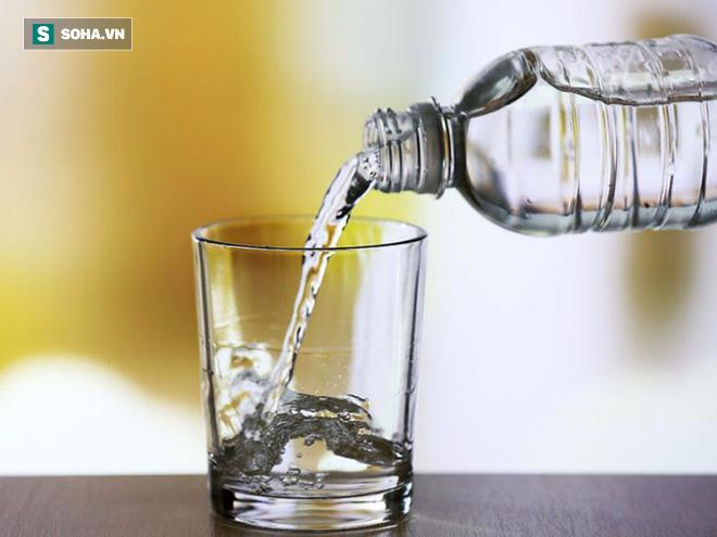Uống nước trước khi uống trà, cà phê: Việc làm rất cần nhưng không phải ai cũng biết - Ảnh 2.