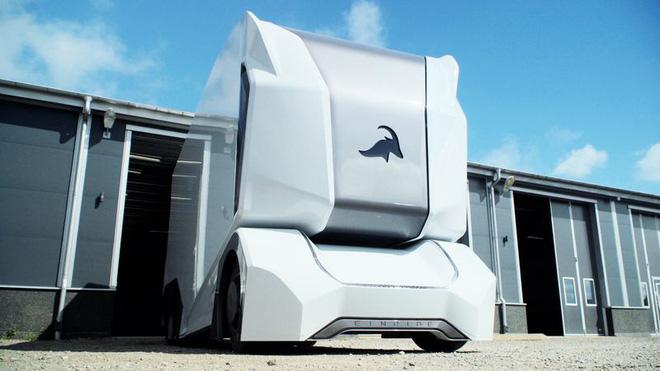 Xe tải đầu kéo được trang bị công nghệ tự động lái, không có chỗ cho con người, theo đúng nghĩa đen - Ảnh 1.