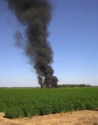 Cận cảnh hiện trường vụ rơi máy bay quân sự Mỹ làm 16 người chết - Ảnh 1.
