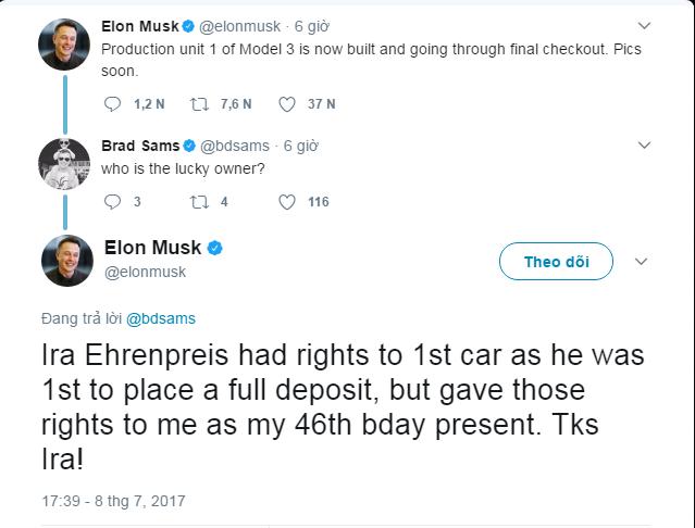 Elon Musk tiết lộ những hình ảnh của chiếc xe điện Tesla Model 3 đầu tiên rời dây chuyền sản xuất - Ảnh 1.
