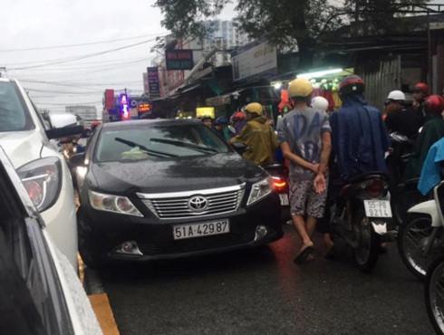 Công an thông tin chính thức vụ người phụ nữ xô đẩy, chửi bới CSGT ở Sài Gòn - ảnh 1