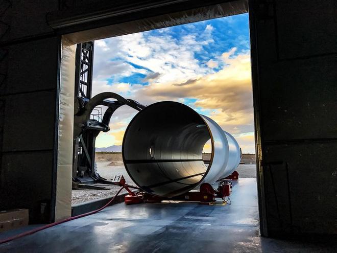 Ôi Elon Musk ơi, chặng đường xây dựng cơ sở hạ tầng cho Hyperloop gian nan và chông gai lắm - Ảnh 1.