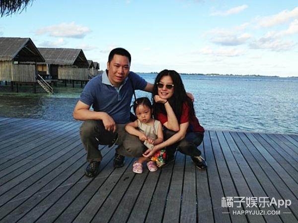 Không đăng ảnh con trai riêng của chồng, Triệu Vy bị chỉ trích vì hắt hủi cậu bé - Ảnh 2.