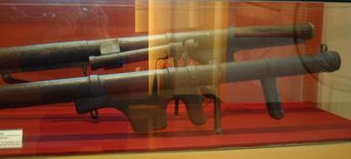Vị tướng mang hơn 1 tấn tài liệu chế tạo vũ khí về Việt Nam - Ảnh 5.