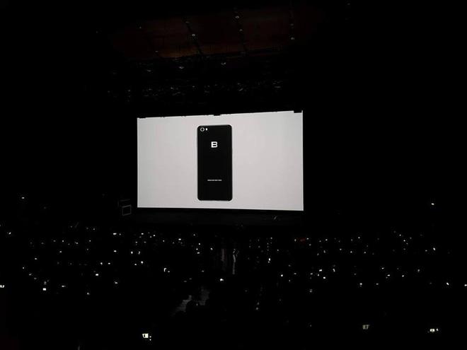 Đây là toàn bộ thông tin về BPhone 2017: Khung kim loại, 2 mặt kính, dùng Snapdragon 625, Camera 16MP, giá 9,8 triệu đồng - Nói chung là Chất! - Ảnh 1.