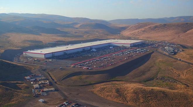 Cùng ngắm nhìn vẻ bề ngoài của siêu nhà máy khổng lồ Tesla Gigafactory rộng tới hơn 5 triệu mét vuông - Ảnh 2.