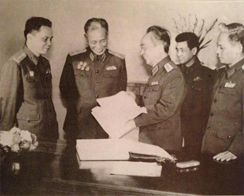 Zhukov của Việt Nam - Vị đại tướng 70 tuổi vẫn khoác áo lính ra trận - Ảnh 6.