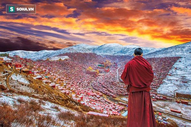 Giải mã bí ẩn tục lệ thiên táng kỳ lạ của người Tây Tạng - Ảnh 1.