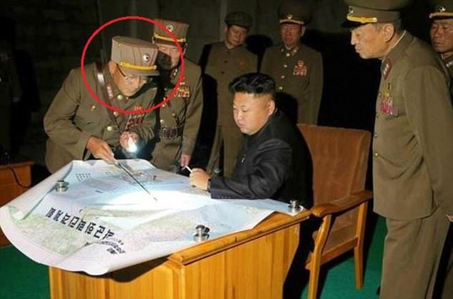Vị tướng bí ẩn đứng sau Kim Jong-un có thể khơi mào Thế chiến III là ai? - Ảnh 1.