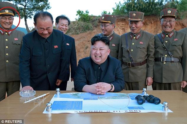 Vị tướng bí ẩn đứng sau Kim Jong-un có thể khơi mào Thế chiến III là ai? - Ảnh 2.