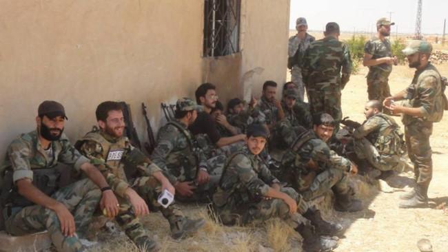 """""""Hổ Syria"""" sát cánh quân tình nguyện tiến đánh IS trên chiến trường Hama - Ảnh 1."""