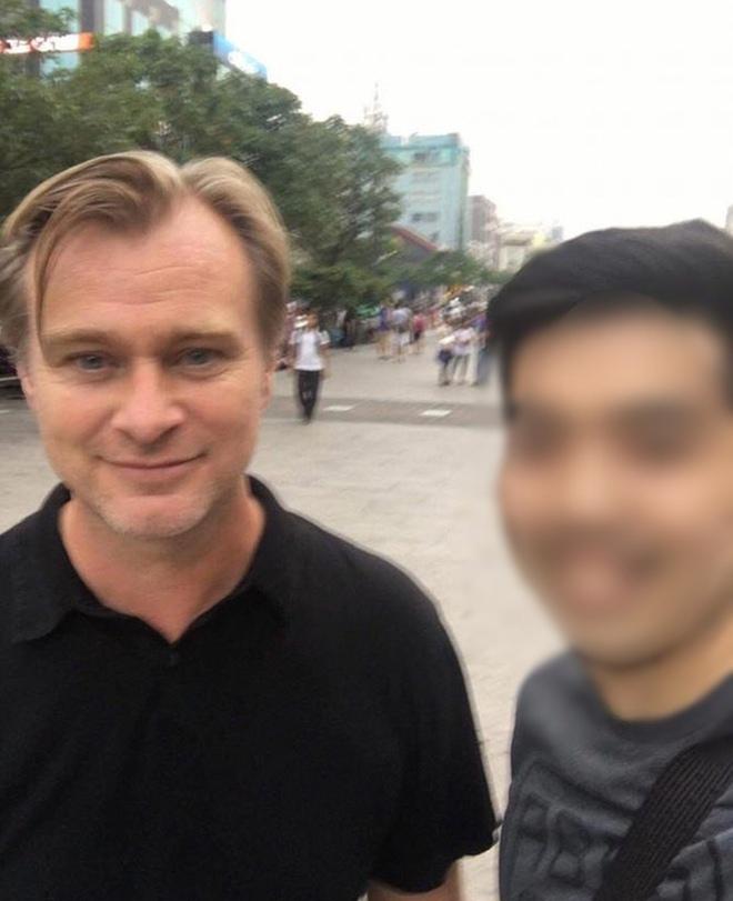 Hot: Đạo diễn lừng danh Christopher Nolan của phim Batman đang ở Việt Nam cùng vợ và 4 con - ảnh 1