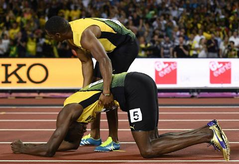 Usain Bolt chấn thương, lê lết về đích ở lần chạy cuối cùng trong sự nghiệp - Ảnh 3.