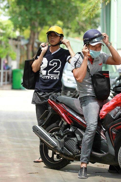Sau sự hào nhoáng bên ngoài của showbiz, vẫn có những sao Việt giản dị đi xe máy, ăn mì tôm giản dị - ảnh 2