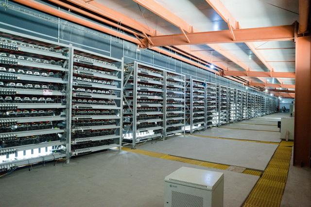 Cuộc sống của những thợ mỏ tại mỏ đào bitcoin lớn nhất thế giới, mỗi ngày kiếm hơn 6 tỷ trả tiền điện gần 900 triệu - Ảnh 1.