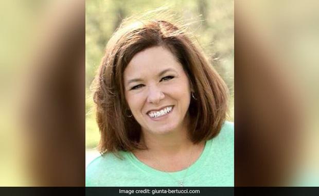 Cô giáo Mỹ thiệt mạng thương tâm vì... cười quá đà - Ảnh 1.