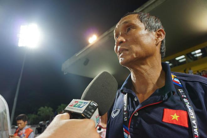 Bi hài SEA Games: Tuyển nữ Việt Nam vô địch, tướng Chung bị cắt HCV - Ảnh 3.