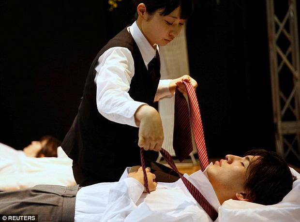 Thi mặc trang phục cho người đã khuất: Cuộc thi đặc biệt, duy nhất có ở Nhật Bản - Ảnh 1.