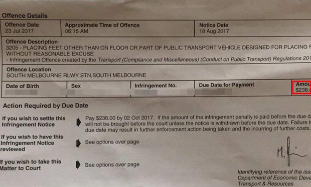 Du học sinh Việt tại Úc bị phạt 4 triệu đồng vì ngủ quên, gác chân lên ghế tàu điện ngầm - Ảnh 2.