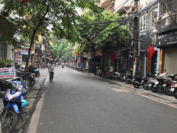 Hà Nội: Hỗn chiến kinh hoàng trước quán bar phố Mã Mây - Ảnh 1.
